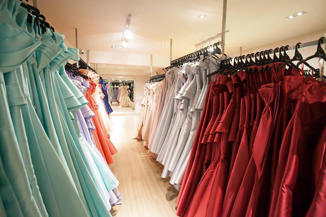 เหตุผลที่ผู้หญิงเลือกเช่ามากกว่าซื้อชุดใหม่